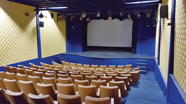 Imagem de um teatro em panorama